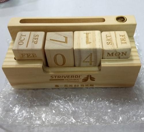 18-G041132000 木頭桌曆